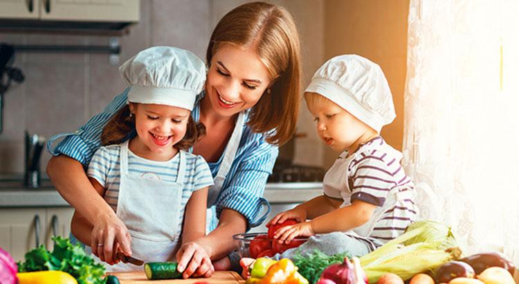 Как привить ребёнку привычку питаться правильно