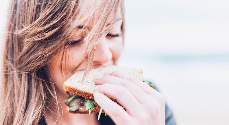 Почему мы едим больше, когда испытываем стресс