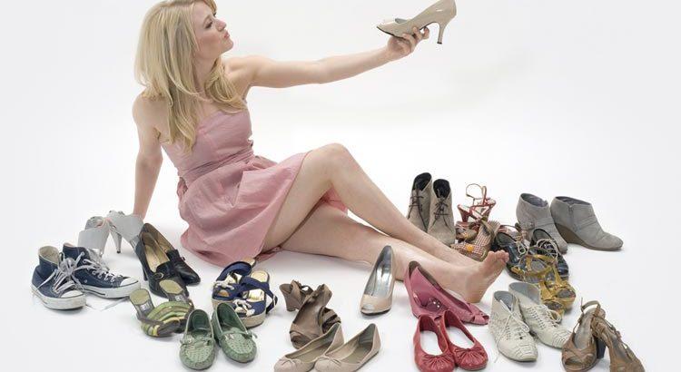 Разнообразие обуви для мужчин и женщин