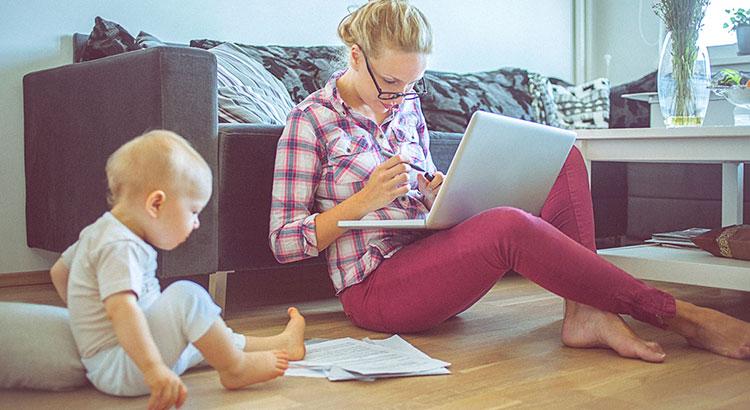 Работа в декрете: три способа стать независимой от зарплаты мужа