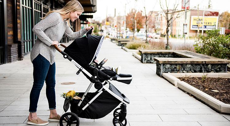 Какие аксессуары для колясок стоит купить молодой маме