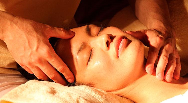 Делаем массаж для лица от морщин
