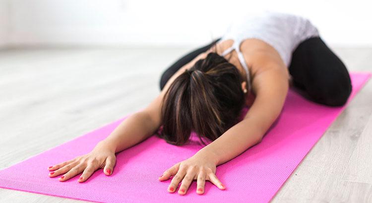 Как грамотно выбрать одежду и коврик для йоги
